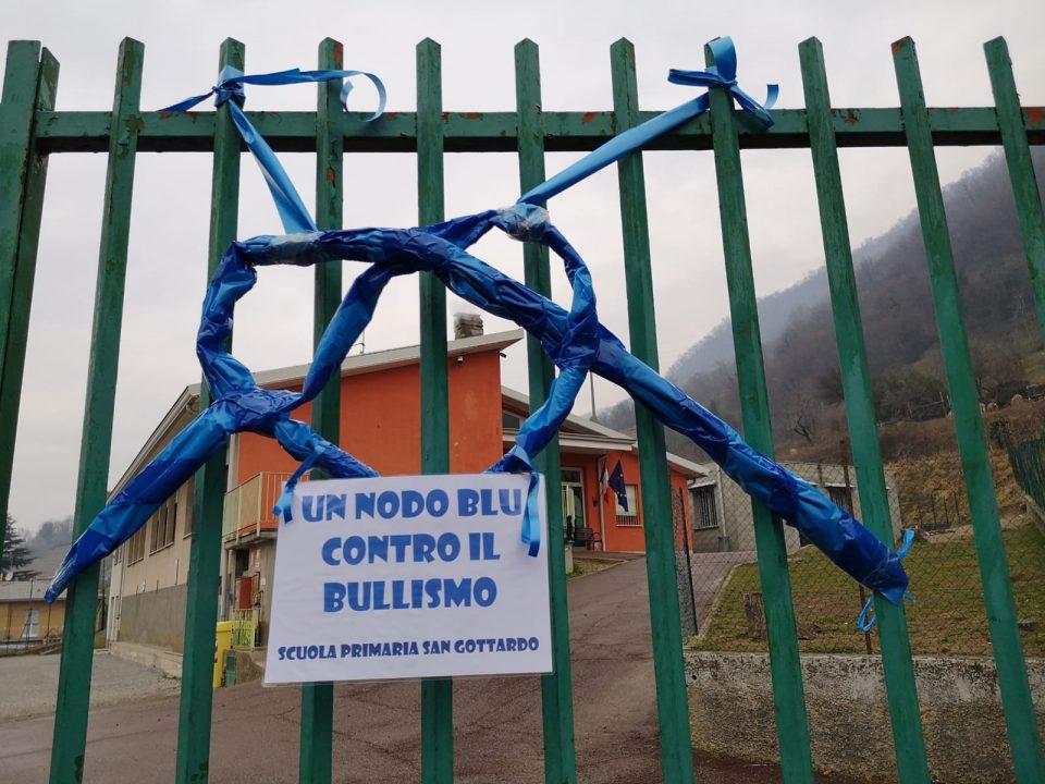 Un nodo blu, i bulli non sono ammessi